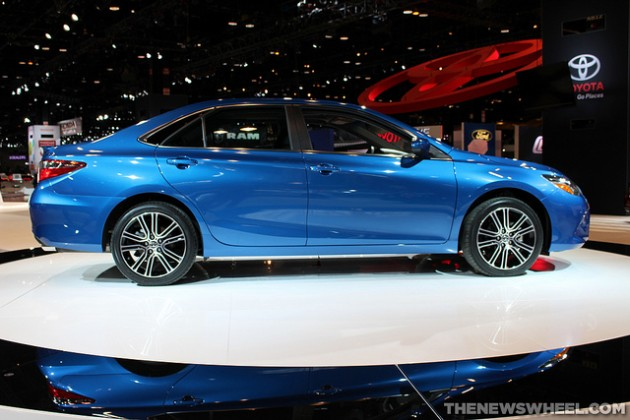 2016 Toyota Camry SE overview