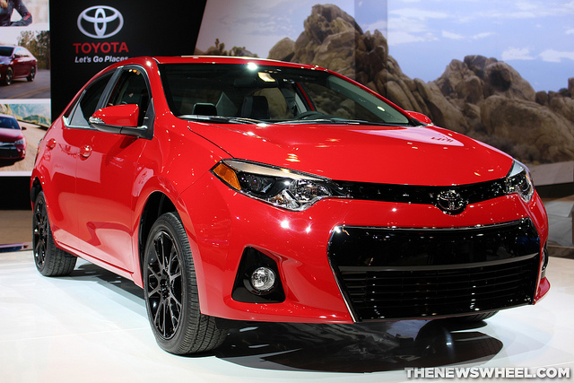 2016 toyota corolla overview the news wheel. Black Bedroom Furniture Sets. Home Design Ideas