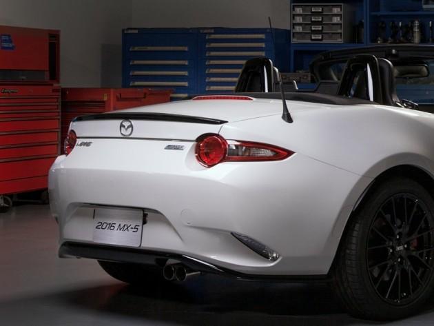 MX5ChicagoAccessories Concept of the MX-5 Miata at Chicago Auto Show