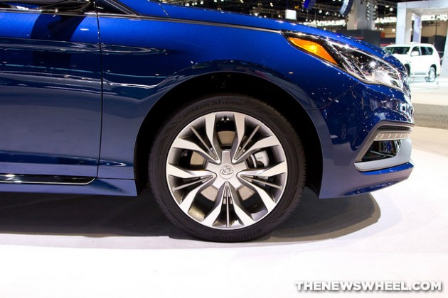 2015 Hyundai Sonata at Chicago Auto Show blue wheel