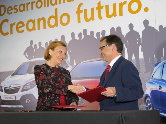 Aragón President Luisa Ferbabda Rudí and General Director of General Motors España Antonio J. Cobo