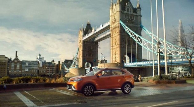 Benedict Cumberbatch as Sherlock Holmes persona in Chinese MG Cars ad London bridge