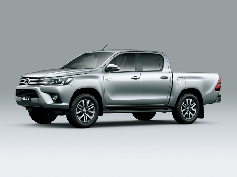 2016 Toyota Hilux (7) | The News Wheel