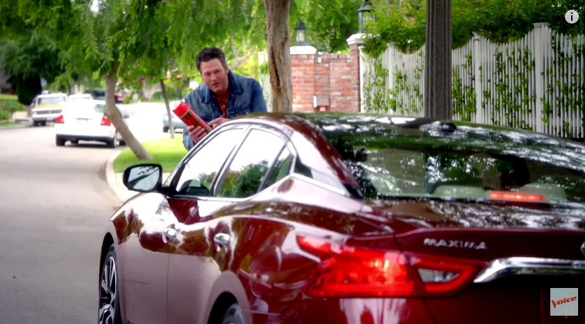 Concours D Elegance >> [VIDEO] The Voice's Adam Levine, Blake Shelton Commute to Studio, Share String Cheese in New ...