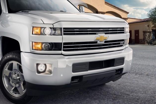Chevy Debuts 2015 Silverado Custom Sport HDs