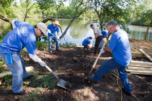 Ford employees volunteer at a wildlife refuge