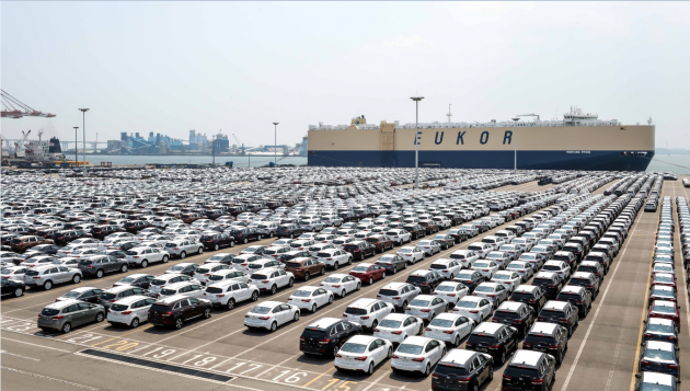 Kia vehicles await shipment