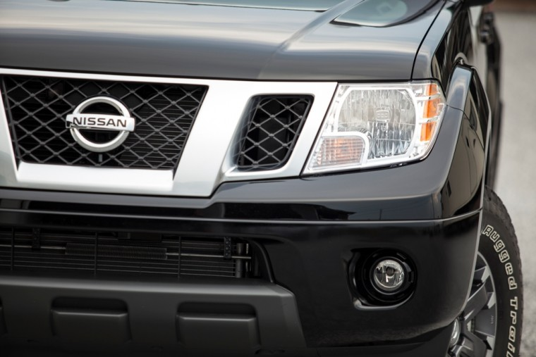 2015 nissan frontier truck grill