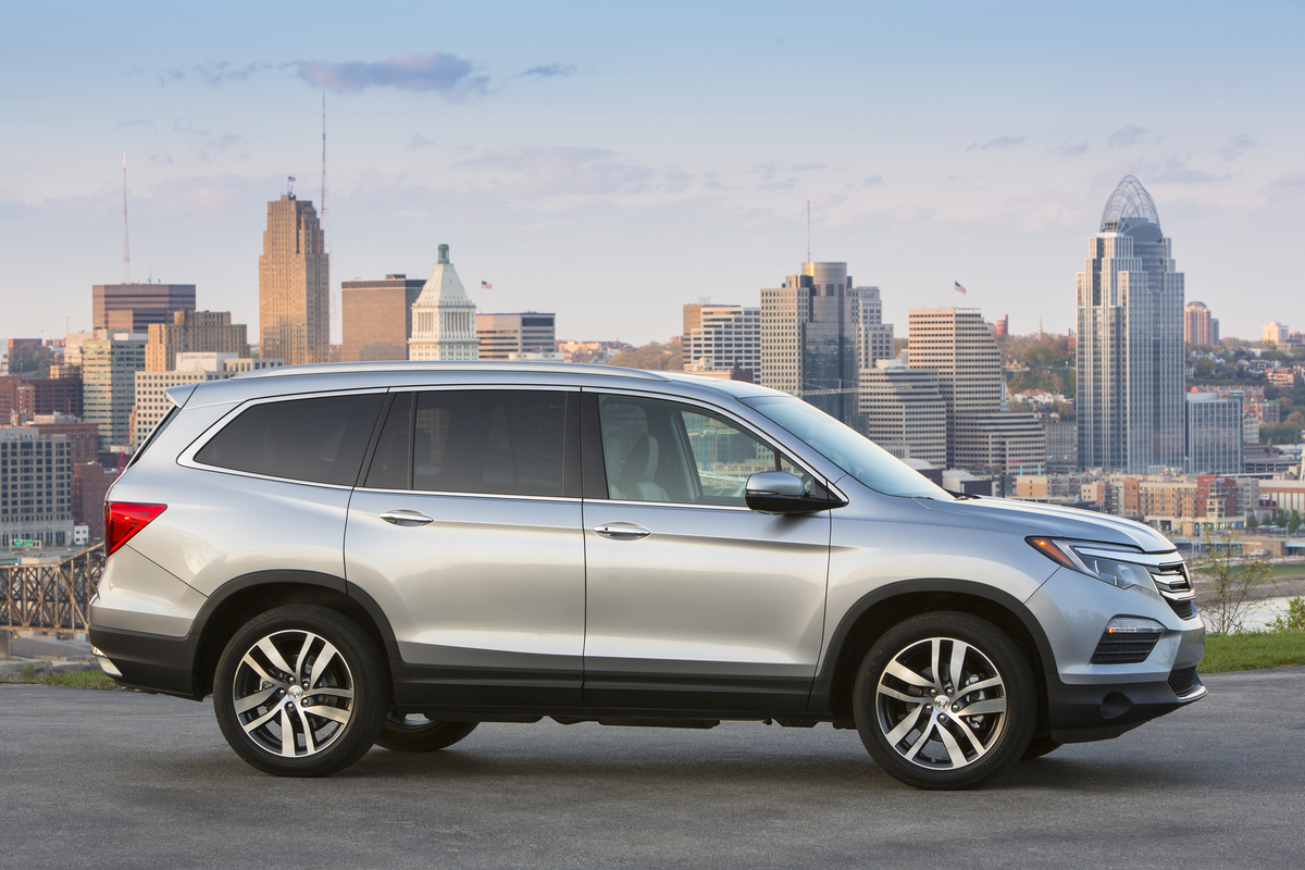 Honda Civic Pilot >> 2016 Honda Civic And Pilot Named To Best Family Cars Of 2016 List