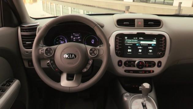 2016 Kia Soul EV dash design
