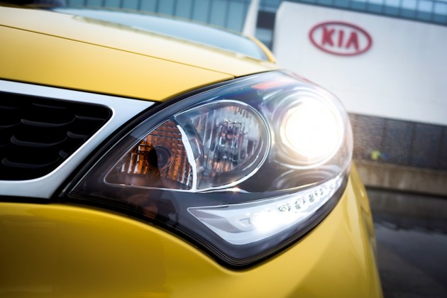 2016 Kia Rio 5-Door headlight design