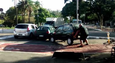 Brazilian Hulk moving car