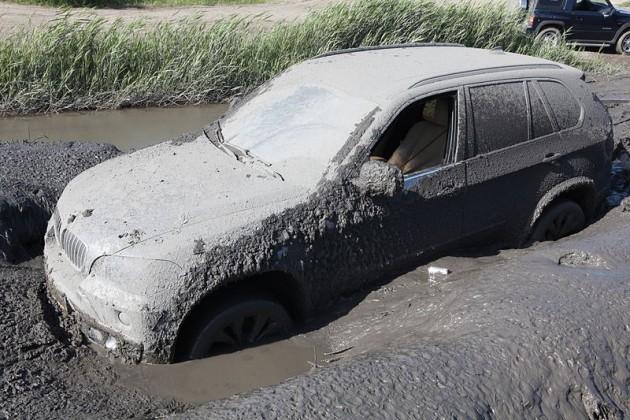 mud - Ways to Spot a Flood-Damaged Car