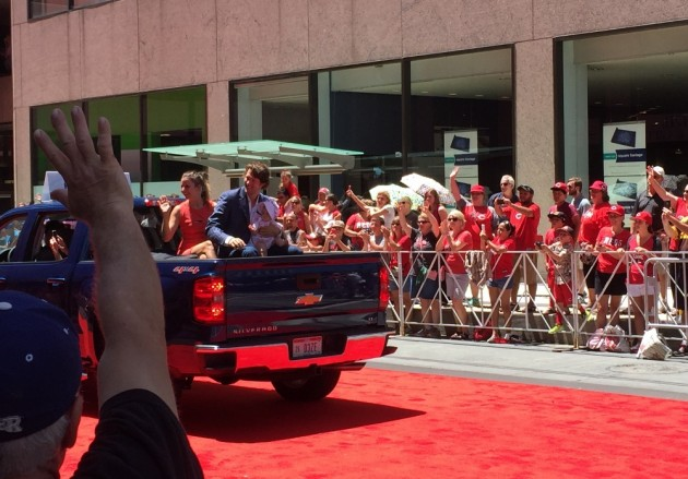 Dodgers ace Clayton Kershaw, wife Ellen, and daughter Cali Ann wave to Reds fans