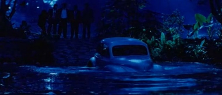 Taarzan The Wonder Car Indian Bollywood Movie drown