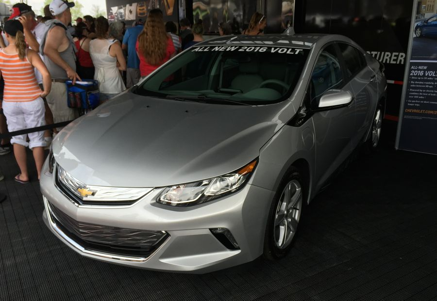 silver 2016 chevy volt bows at indianapolis motor speedway the news wheel. Black Bedroom Furniture Sets. Home Design Ideas