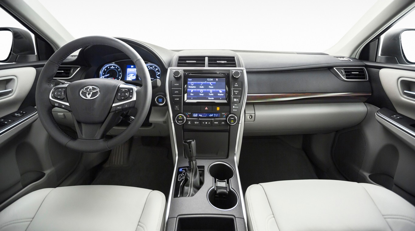 2016 toyota camry xle 3 the news wheel. Black Bedroom Furniture Sets. Home Design Ideas