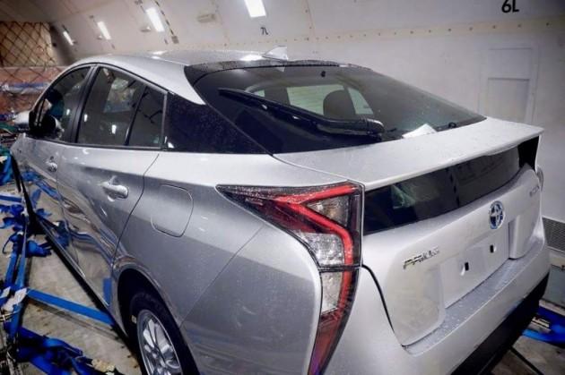 2016 Toyota Prius spy shot (3)