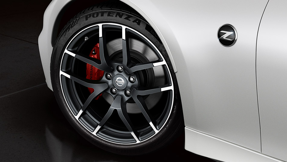 2016 Nissan 370Z Nismo Pearl White Red Detailing Alloy Wheels Close Up Large  | The News Wheel