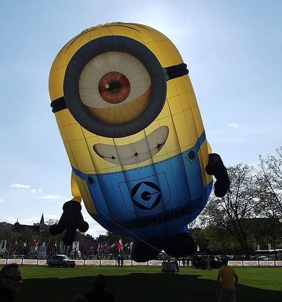Mercedes Benz Of Buckhead >> Giant Minion Inflatable Causes Despicable Traffic Jam in ...