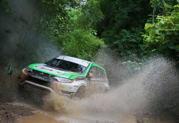 Mitsubishi-Outlander-PHEV-rally-car-1