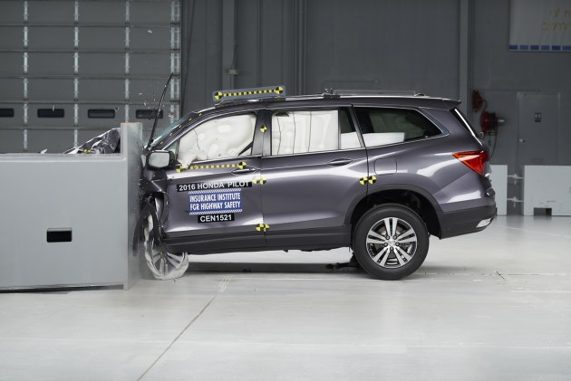 The 2016 Pilot undergoes the small overlap frontal crash test