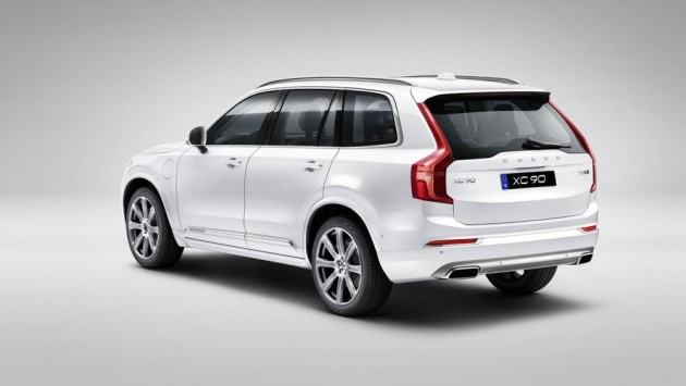 The 2016 Volvo XC90 T8 is comes with Twin Engine technology and all of Volvo's advanced safety features.