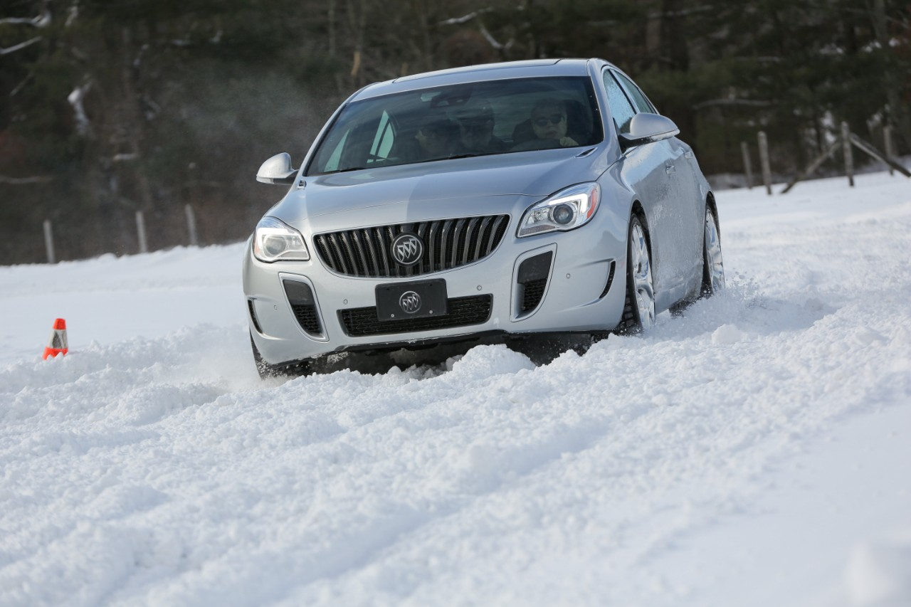 2016 Buick Regal Overview | The News Wheel