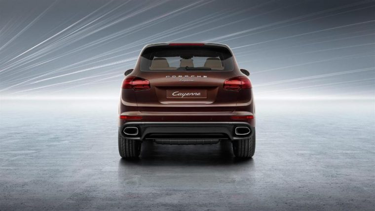 A driver memory package is available for the 2016 Porsche Cayenne