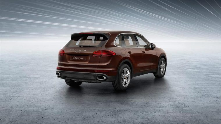 The 2016 Porsche Cayenne comes with single tube tailpipes