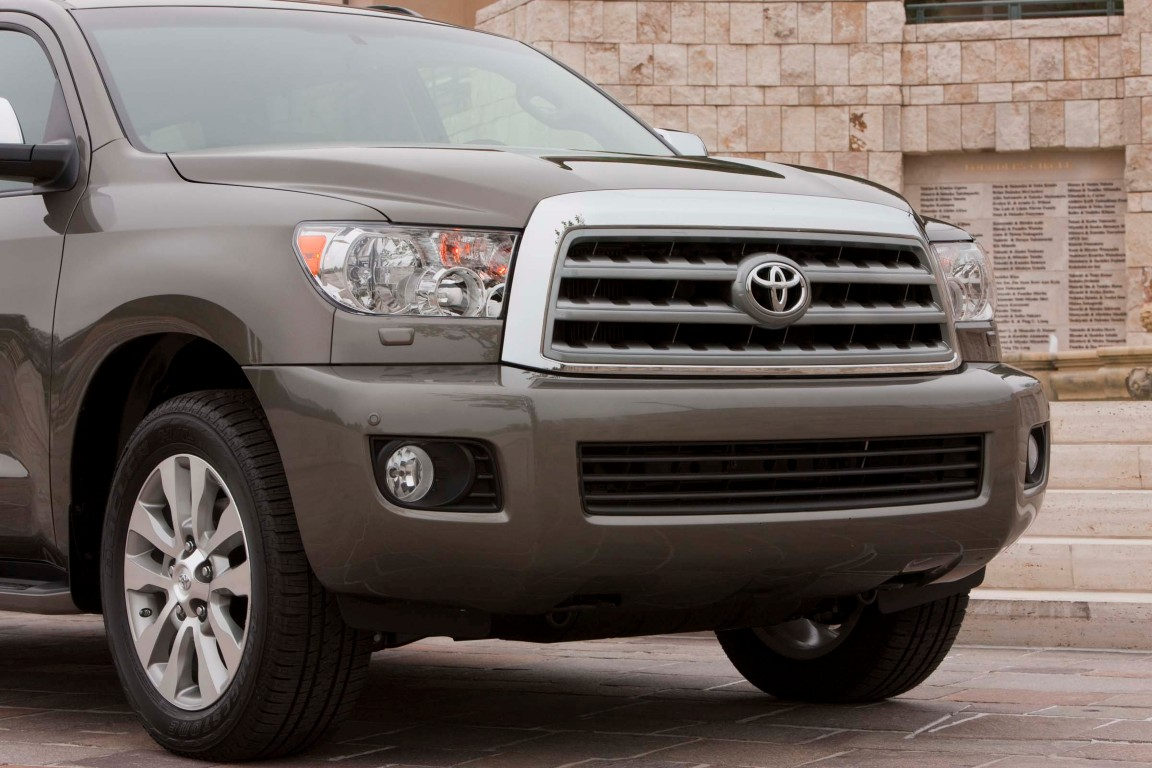 2016 toyota sequoia 1 the news wheel. Black Bedroom Furniture Sets. Home Design Ideas