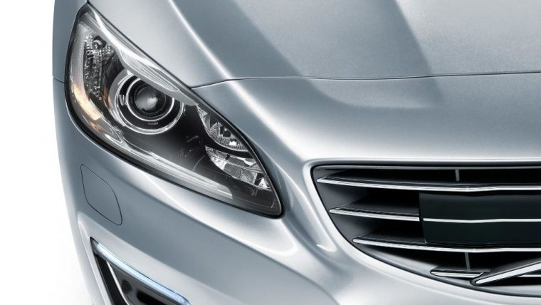 The 2016 Volvo S60 features Xenon HID headlights