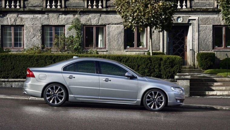 The 2016 Volvo S80 will feature fuel economy of 25 mpg in the city and 37 mpg on the highway