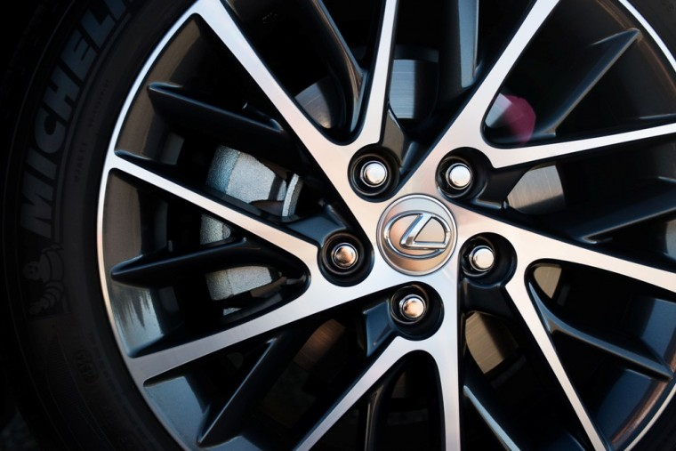 2016 Lexus ES Wheel