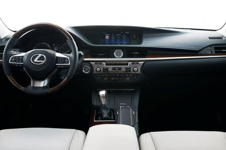 2016 Lexus ES interior driver view
