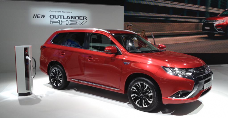 Mitsubishi Outlander PHEV Frankfurt Debut Charging Station