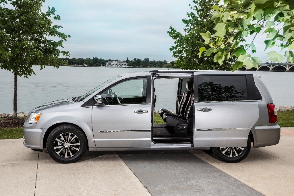 2016 Chrysler Town & Country Doors | The News Wheel