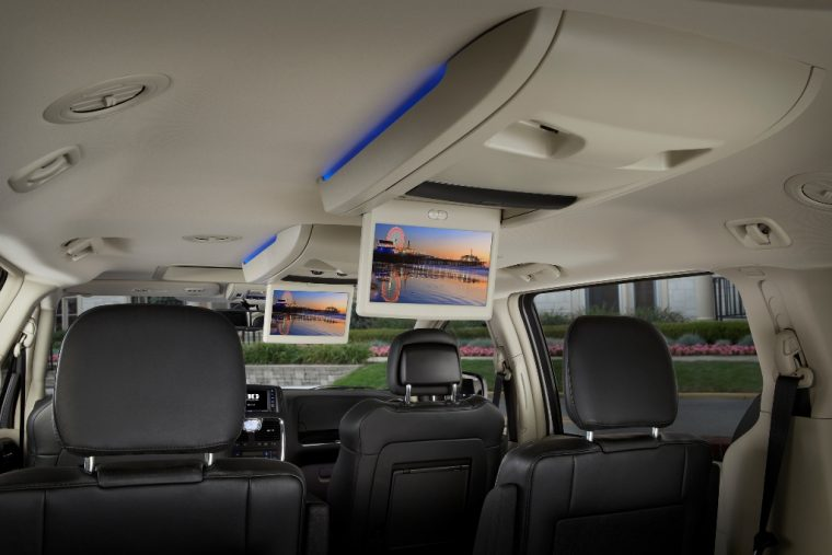 2016 Chrysler Town & Country Outlets Entertainment