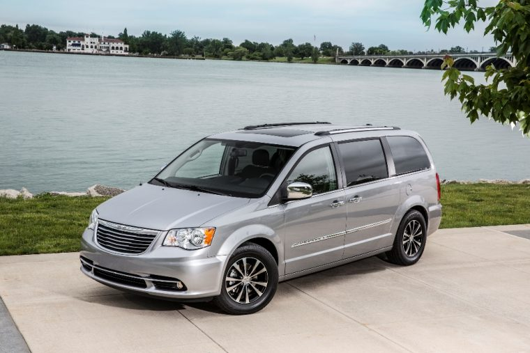 2016 Chrysler Town & Country Side View