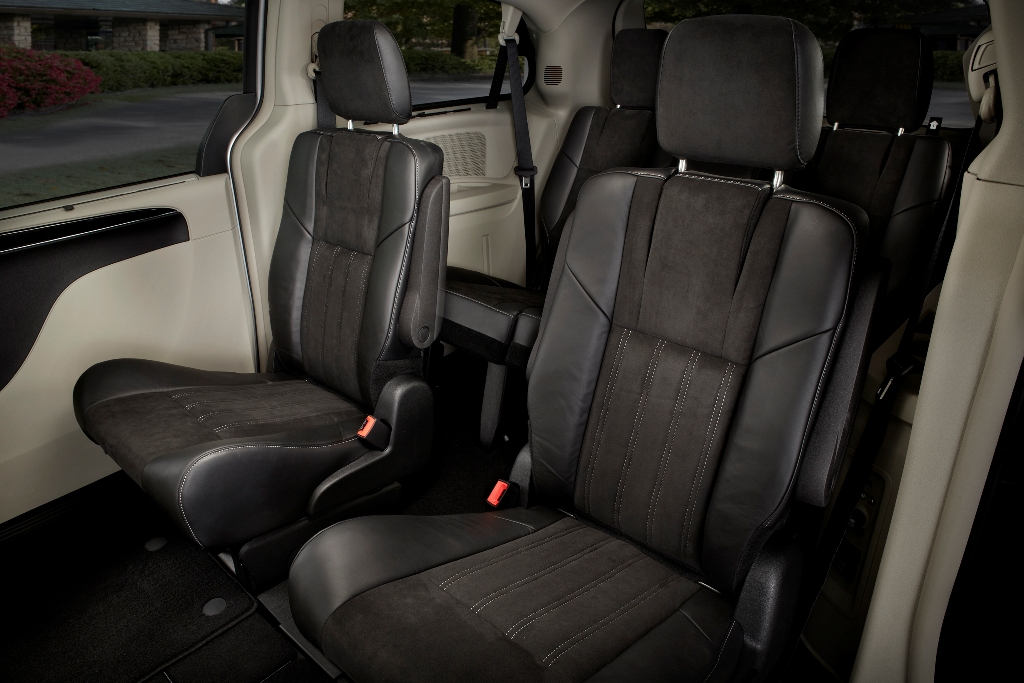 2016 chrysler town country outlets stow n go seats the news wheel. Black Bedroom Furniture Sets. Home Design Ideas