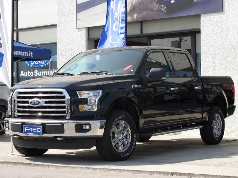 The 2016 Ford F-150 features a black three-bar style grille with black nostrils