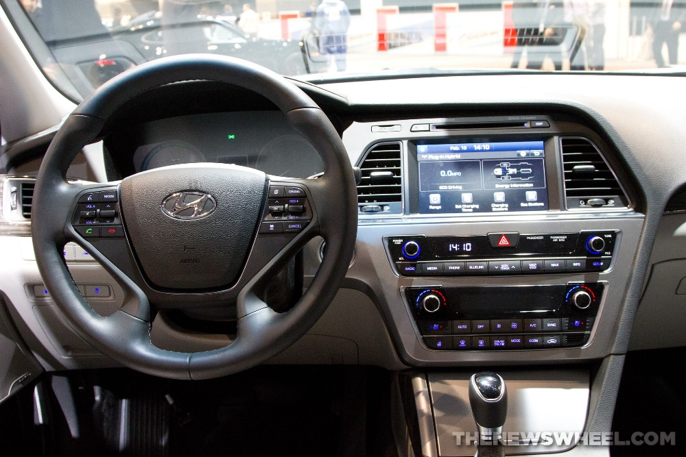 2016 Hyundai Sonata Hybrid Tiltandtelescopic steering wheel with