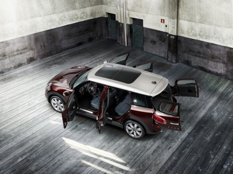 MINI will air a Super Bowl 50 commercial, likely promoting the new MINI Clubman (2)