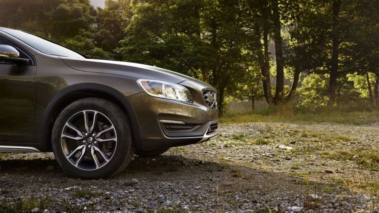 The 2016 Volvo V60 Cross Country features 7.9 inches of ground clearance