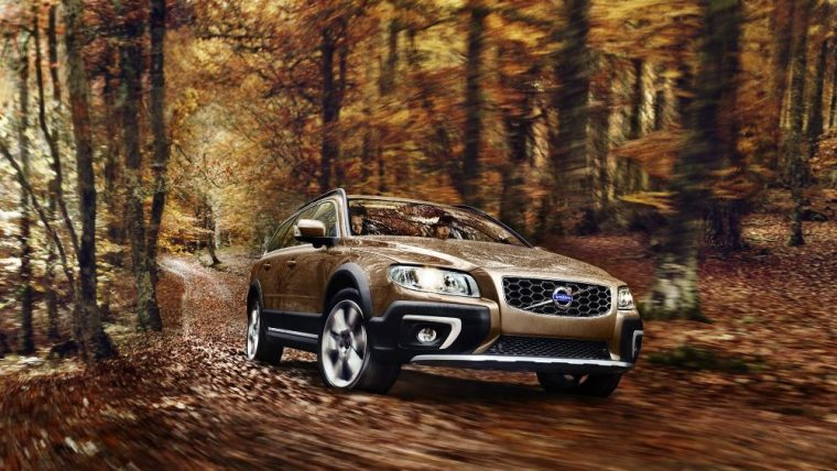 The 2016 Volvo XC70 is available with active dual xenon headlights with headlight washers