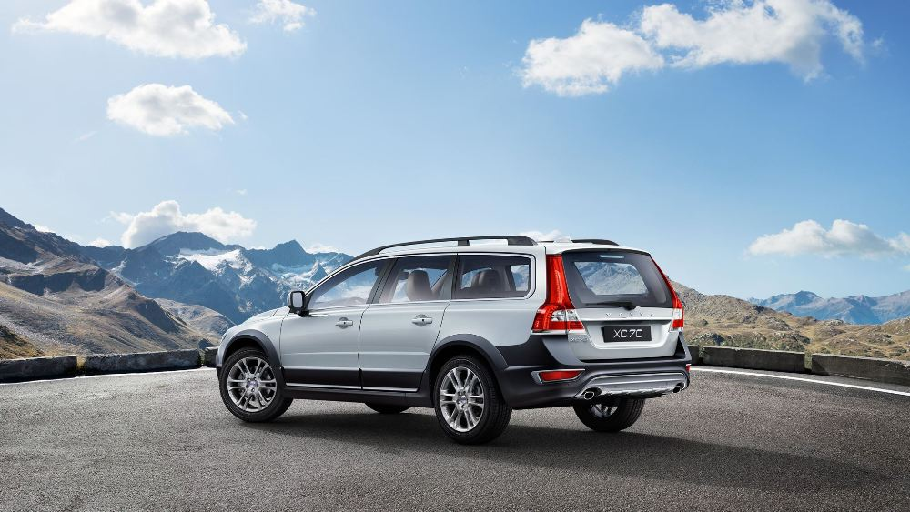 2016 volvo xc70 cross country the news wheel. Black Bedroom Furniture Sets. Home Design Ideas