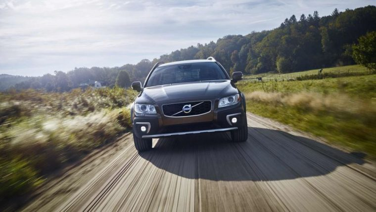 The 2016 Volvo XC70 features a standard rear defogger