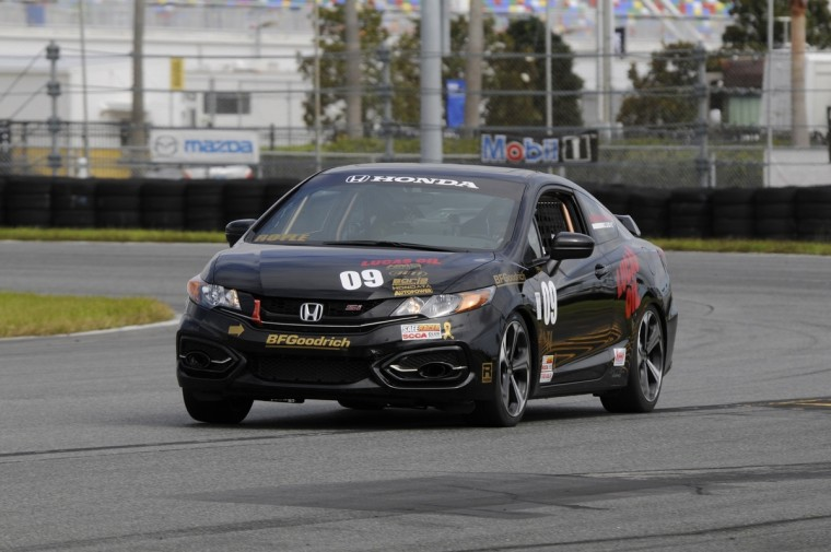 Philip Royle won Touring 4 this weekend in his #9 2015 Honda Civic Si