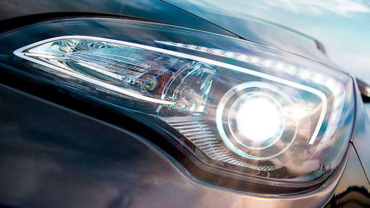The 2016 Buick Cascada comes with HID headlamps