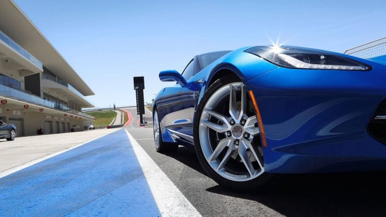 The 2016 Chevy Corvette Stingray comes with a 455 hp V8 engine